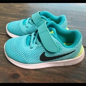 Girls Nike tennis shoes